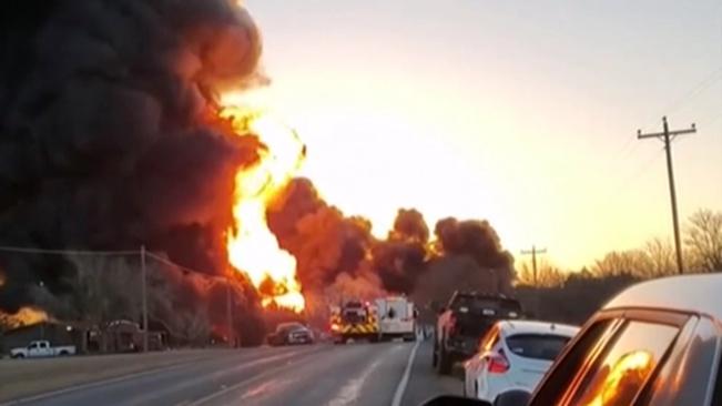 美國:得州一貨車與火車相撞引發巨大爆炸