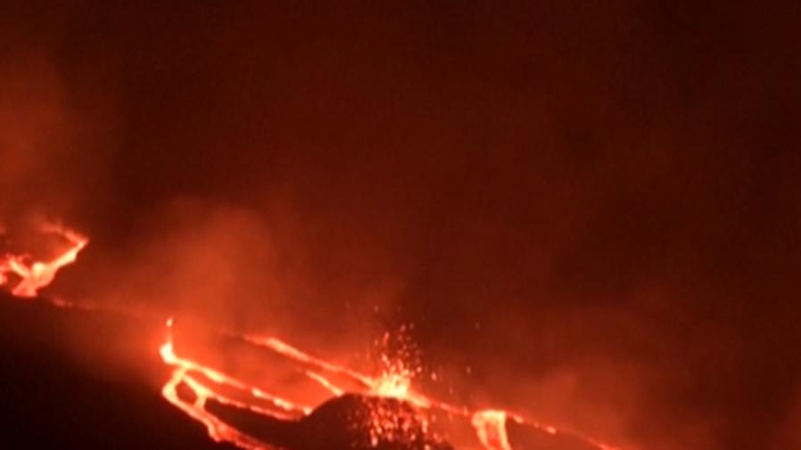 熔岩逼近 危地馬拉民眾拍下田地被吞畫面
