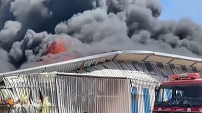關注巴以衝突:加沙一油漆廠遭以軍空襲引發大火