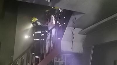 """河南鄭州:消防接警員上演現實版""""保持通話"""""""