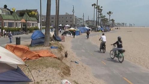 美國:疫情衝擊 旅遊勝地擠滿無家可歸者