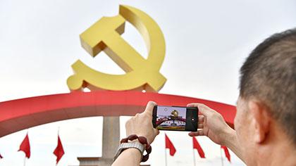 北京:天安門廣場花壇景觀延期保留至7月31日