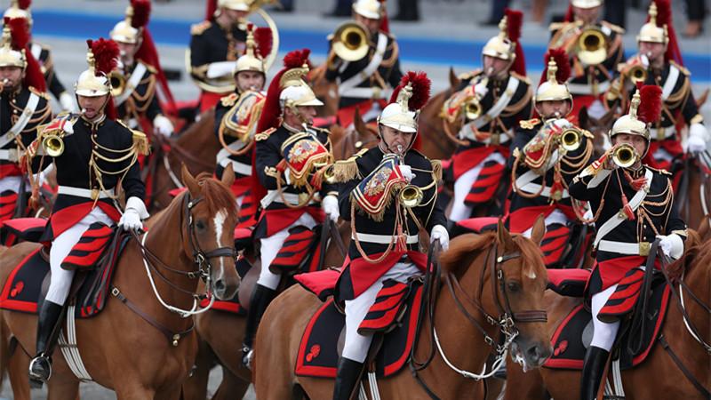 疫情下 法國恢復舉行國慶閱兵式
