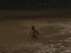 男子半赤裸 黃河中欲輕生
