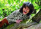 女泰山四歲遭綁架被棄叢林 猴群養大