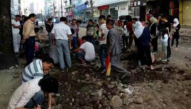 """雲南騰衝:舊城改造引""""全民挖寶"""" 街頭上演""""瘋狂的石頭"""""""