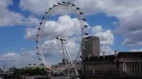 英國:倫敦眼亮燈迎接中國雞年春節