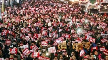 韓國民眾再次集會要求逮捕涉案財閥掌門人