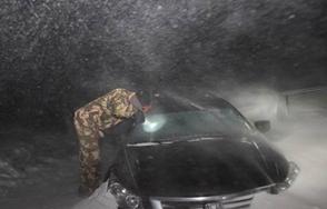 烏魯木齊:記者親歷強風吹雪極限救援