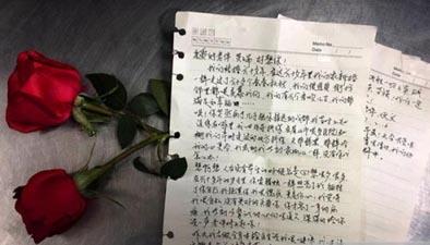 好想你!90歲老人為重病老伴寫情書