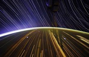 """NASA宇航員拍攝壯美""""星空軌跡"""""""