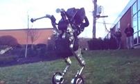 未來!谷歌兩輪人形機器人曝光 輕松跨障礙