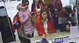 廣西梧州:售票窗口扒竊 監控全記錄