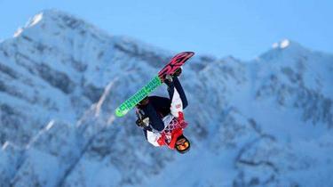 模倣需謹慎 芬蘭男子花園炫滑雪特技