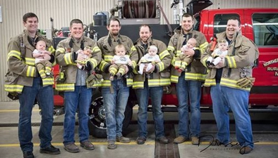 美國6名消防員幾乎同時當爹 曬超喜感合影