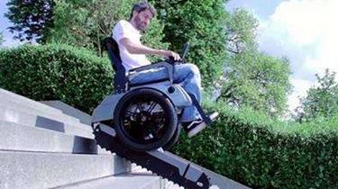 福音!如履平地 可上下樓梯的智能輪椅面世