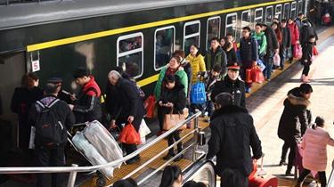 昨天全國公路鐵路迎返程客流高峰