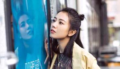 笑容還是那麼甜!高圓圓開春街拍浪漫似少女