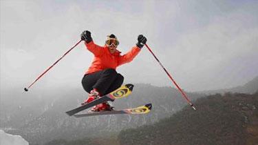 """不值!為贏比賽獎品 俄男子特技滑雪""""玩脫""""燒傷"""