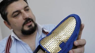意大利鞋匠打造24K黃金鞋