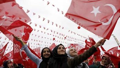 """土耳其修憲公投 初步計票:修憲草案""""艱險過關"""""""