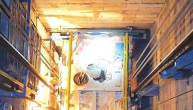 電梯驚魂:超載8人電梯門沒關上 直接墜入負三層