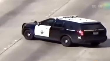 交警控制車流速度 方法很特別