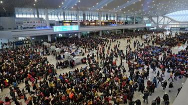 假日服務臺·交通:假期首日 鐵路迎來出行最高峰