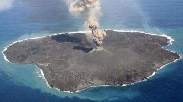 日本西之島火山再度噴發 島嶼面積增加7萬平方米