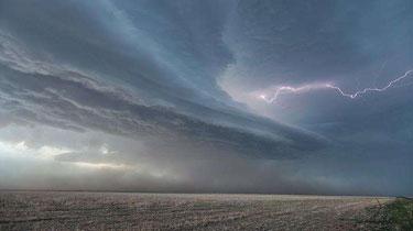 美國:龍卷風和強風暴天氣來襲
