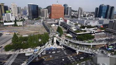 """改造!廢棄高架橋變身""""空中花園"""" """"首爾路7017""""正式開放"""