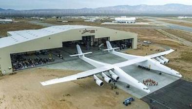 美國:全球最大飛機亮相 可高空發射火箭