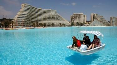 最大遊泳池小型船只可通行