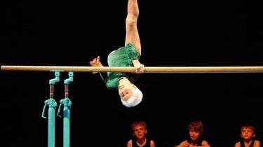 德國:91歲老人表演體操 技驚四座