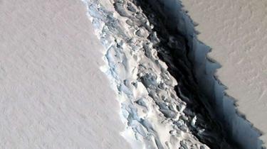 南極現巨大裂痕冰山將使海平面升10厘米