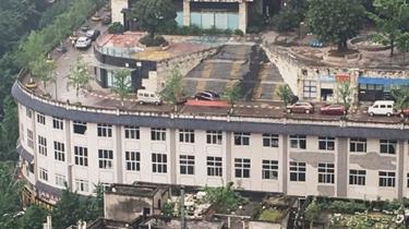 屋頂上是馬路 又一幢很重慶的建築火了
