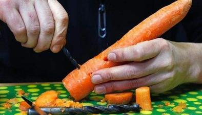 胡蘿卜制成笛子 吹出動聽樂曲