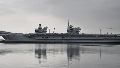 """首航! 英國最大航母""""伊麗莎白女王""""號出海"""