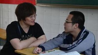 """甘肅殘疾考生請求帶母親上學 清華回應""""已備好宿舍"""""""