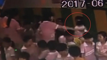 安徽長豐:幼兒園老師毆打學生 監控記錄下全過程