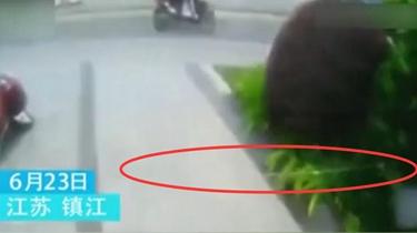 江蘇:男子騎車遇險 原因讓人吃驚