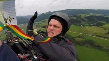 奧地利:滑翔傘出故障空中直墜 幸運男子撿回一命