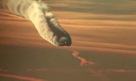 """俄羅斯:客機邊飛邊""""冒煙"""" 萬米高空的奇異景象"""
