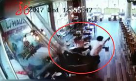 美國:小貨車撞餐廳 女子反應迅速逃過一劫
