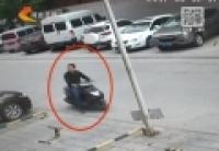 石家莊:老人剛取出錢就被搶走 警方全城通緝嫌犯