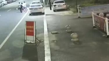 江蘇:為躲避野貓 騎電瓶車女子摔成重傷
