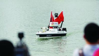 安徽合肥:全國首艘無人警用巡邏船駐守天鵝湖