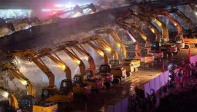 江西:200臺挖掘機齊作業 立交橋一夜拆除