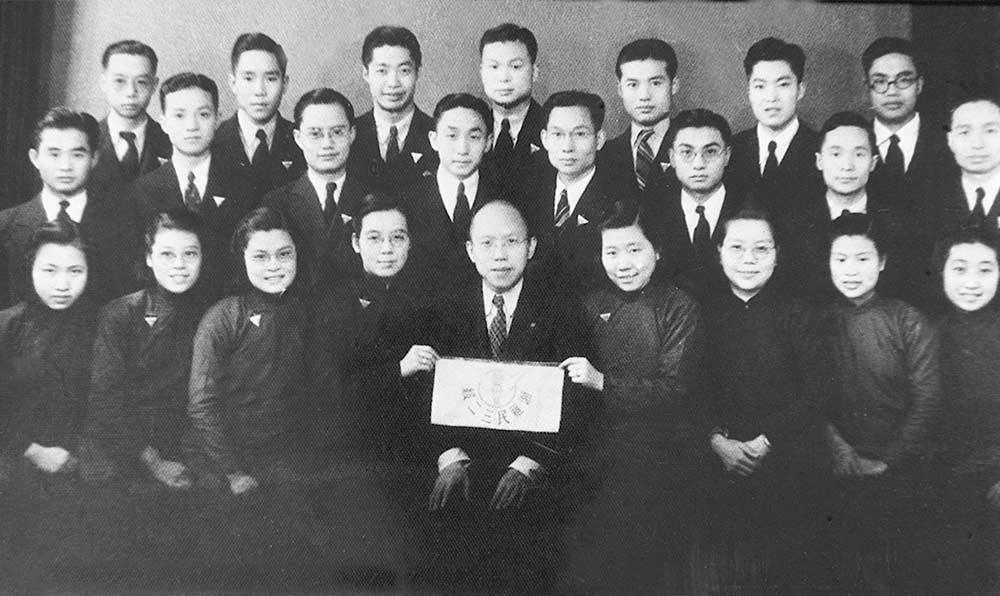 1941年11月8日,張孝騫與湖南長沙湘雅醫學院第17畢業班同學合影。
