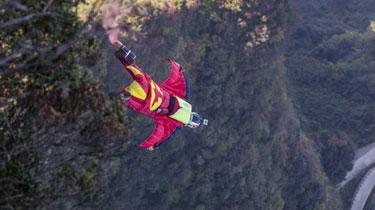 挑戰極限:西班牙風洞跳傘新紀錄誕生